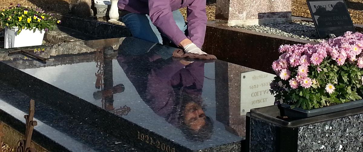 Entretien de monuments funéraires (nettoyage, fleurissement, dorures) à Blois dans le Loir et Cher.